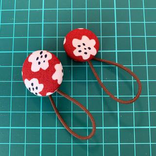マリメッコ(marimekko)のマリメッコ プケッティレッド くるみボタン2個セット(ヘアアクセサリー)