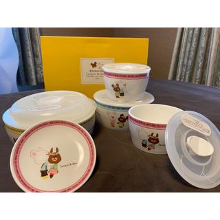 バンダイ(BANDAI)のくまのがっこう レンジパック4点セット(陶器)+小皿1枚(食器)