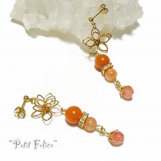 オレンジ色が美しい*ワイヤーフラワーとパワーストーンが揺れるピアス ポストタイプ(ピアス)