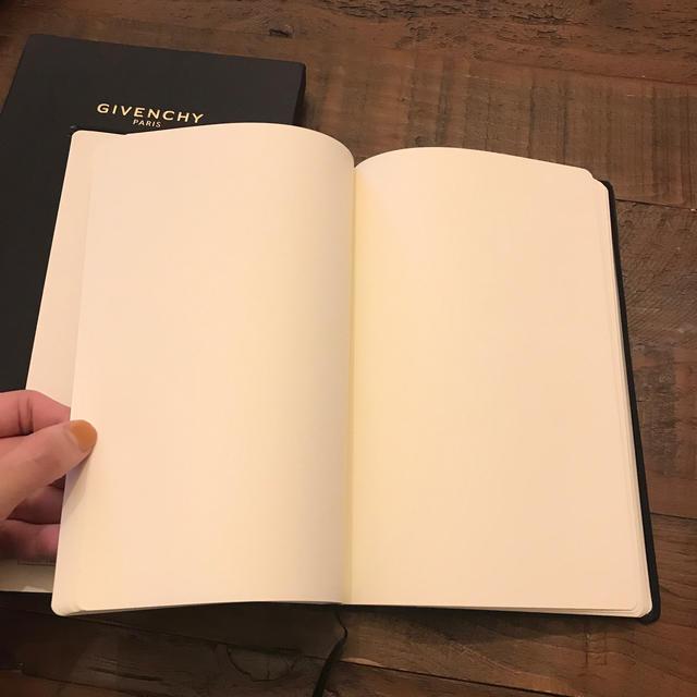GIVENCHY(ジバンシィ)の箱付き GIVENCHY ブックノート インテリア/住まい/日用品の文房具(ノート/メモ帳/ふせん)の商品写真