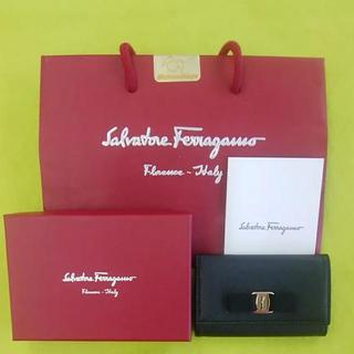 サルヴァトーレフェラガモ(Salvatore Ferragamo)のLE07 サルヴァトーレフェラガモ 未使用美品 ヴァラリボン 6連キーケース(キーケース)