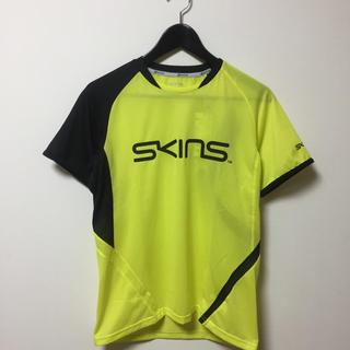 スキンズ(SKINS)の新品  スキンズ Tシャツ  S(ウェア)