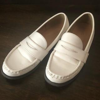 アースミュージックアンドエコロジー(earth music & ecology)のローファー ホワイト 23.5cm(ローファー/革靴)