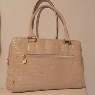 ロベルタディカメリーノ(ROBERTA DI CAMERINO)の美品 ロベルタ ディ カメリーノ シャンハイコッコ ハンドバッグ(ショルダーバッグ)