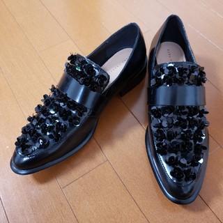 ザラ(ZARA)の未使用 ZARA スパンコール シューズ 40 黒(ローファー/革靴)