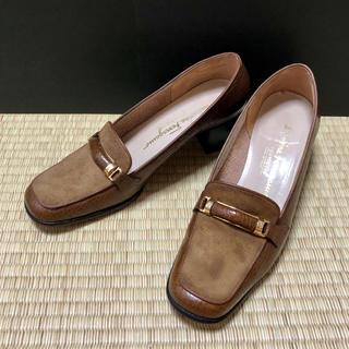 サルヴァトーレフェラガモ(Salvatore Ferragamo)のサルヴァトーレフェラガモ ローファー 7C 型押し スエード(ローファー/革靴)