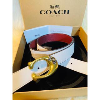 コーチ(COACH)の【COACH】1本で2つのルックスを楽しレザーリバーシブルベルトホワイトxレッド(ベルト)