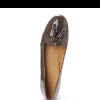 マッキントッシュフィロソフィー(MACKINTOSH PHILOSOPHY)のタッセルレインパンプス(ダークグレーエナメル)(ローファー/革靴)