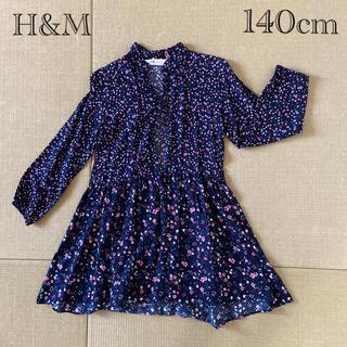 エイチアンドエム(H&M)のH&M シャツワンピ チュニック 140cm 小花柄(ブラウス)
