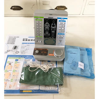 オムロン(OMRON)の《完動美品》オムロン電気治療器 HV-F5200低周波治療/温熱治療マッサージ(マッサージ機)