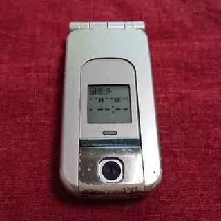 エヌティティドコモ(NTTdocomo)のドコモ らくらくホン3 F882iES ゴールド ガラケー本体(携帯電話本体)