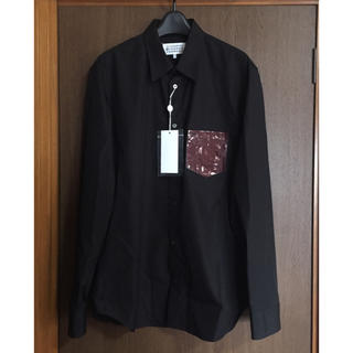 マルタンマルジェラ(Maison Martin Margiela)の黒43新品 メゾン マルジェラ ポプリン パッチ 長袖 シャツ メンズ ブラック(シャツ)