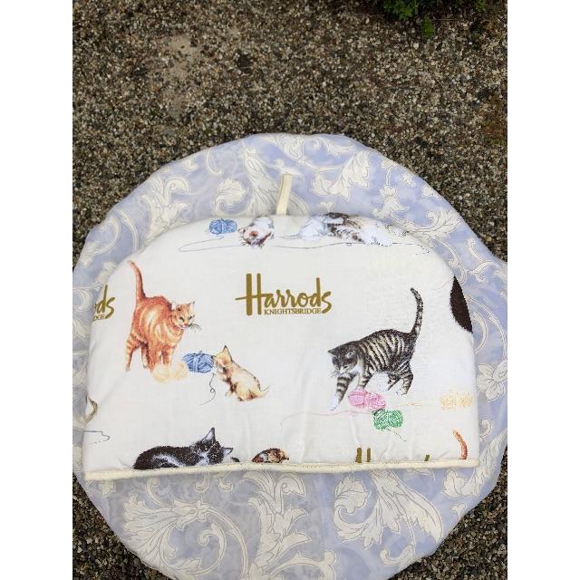 Harrods(ハロッズ)の最終値下げ Harrods ハロッズ ティーコージ 猫柄 インテリア/住まい/日用品のキッチン/食器(テーブル用品)の商品写真