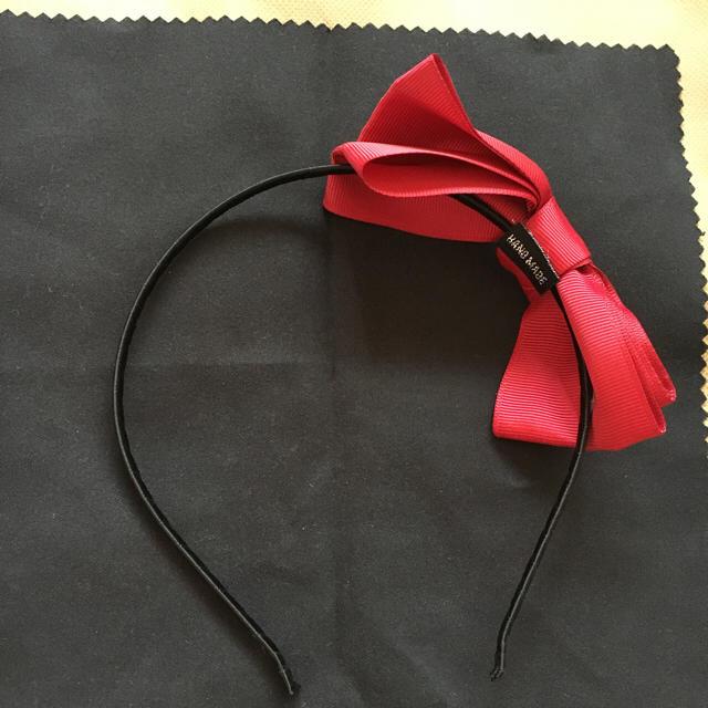 リボンカチューシャ 赤 ヘアアクセ 新品 レディースのヘアアクセサリー(カチューシャ)の商品写真