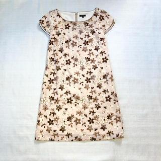 トッカ(TOCCA)の美品 TOCCA 人気の花柄刺繍ワンピース ベージュ(ひざ丈ワンピース)