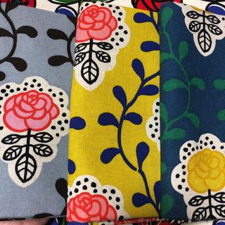 綿麻キャンバス フローレンス花柄 約108㎝幅✖️50㎝ 3枚セット送料込み(生地/糸)