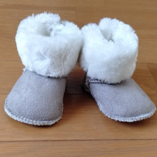 エイチアンドエム(H&M)の新生児 ベビー靴 ムートン(0-3)(ブーツ)