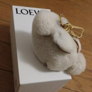 ロエベ(LOEWE)の定価6万ロエベLOEWEウサギチャーム未使用品ムートン素材(キーホルダー)