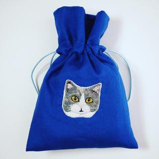 猫(グレー&白)の手刺繍巾着(雑貨)