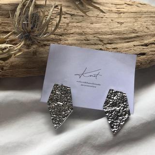 マウジー(moussy)のpentagon earrings-silver-(イヤリング)