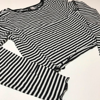 エイチアンドエム(H&M)のショート丈ボーダーシャツ(Tシャツ(長袖/七分))