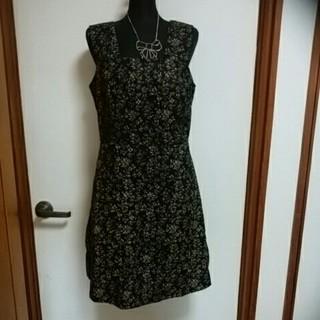 ギャップ(GAP)の新品未使用GAPワンピース ジゃンバースカートサイズ11~13号黒花柄(ひざ丈ワンピース)