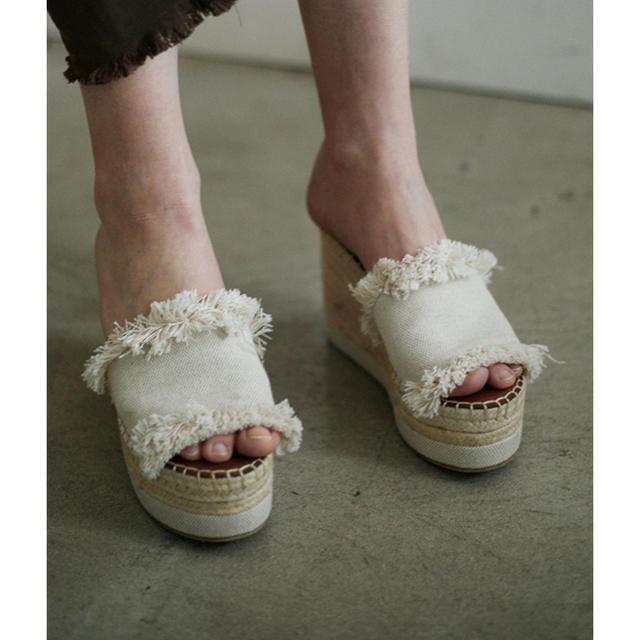 Ameri VINTAGE(アメリヴィンテージ)のAMERI MEDI CANVAS FRINGE PLATFORM SANDAL レディースの靴/シューズ(サンダル)の商品写真