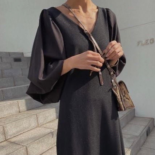 アメリヴィンテージ(Ameri VINTAGE)のAmeri CANOPY SLEEVE DRESS ブラックドレス(ロングドレス)