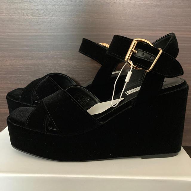 Mila Owen(ミラオーウェン)のミラオーウェン  ウエッジ サンダル ベロア レディースの靴/シューズ(サンダル)の商品写真