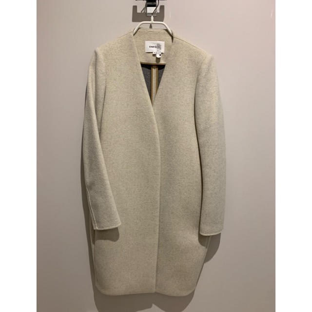 ENFOLD(エンフォルド)のENFOLD  エンフォルド トップリバーノーカラーコート レディースのジャケット/アウター(ロングコート)の商品写真
