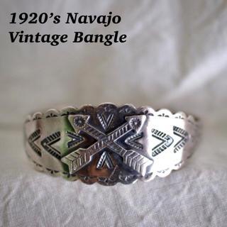 ダブルアールエル(RRL)の1920s クロスドアロー サンダーバード ヴィンテージ ナバホ バングル 卍(バングル/リストバンド)