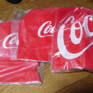 コカコーラ(コカ・コーラ)のコカ・コーラオリジナルエアークッション1個とネックピロー2個(ノベルティグッズ)