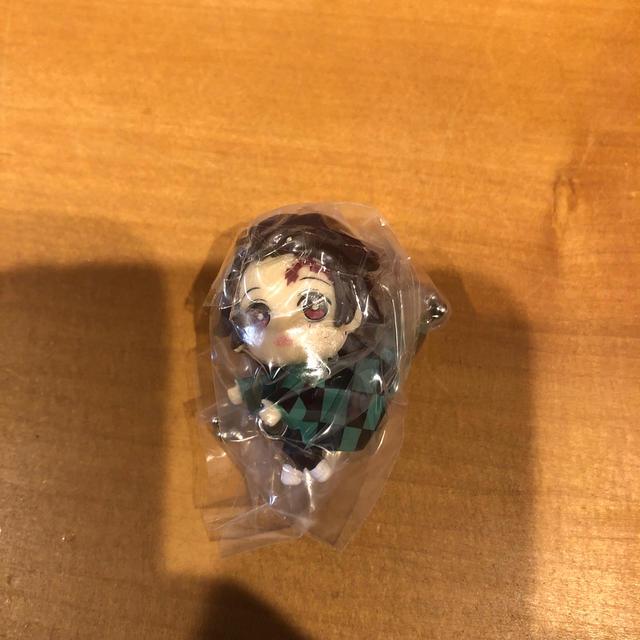 BANDAI(バンダイ)の鬼滅の刃 つまんでつなげてますこっと 竈門炭治郎 エンタメ/ホビーのアニメグッズ(キーホルダー)の商品写真