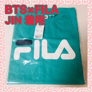 フィラ(FILA)の新品★FILA×BTSコラボTシャツ・JIN着用 ジン グリーン(Tシャツ(半袖/袖なし))