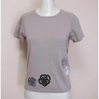 ジュンコシマダ(JUNKO SHIMADA)の49AV. Junko ジュンコシマダ 薄茶色で花の刺繍入りの半袖セーター 38(ニット/セーター)