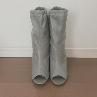 ロンハーマン(Ron Herman)の新品未使用 オープントゥブーツ グレー ラムレザー 24.5cm(ブーツ)