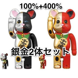 メディコムトイ(MEDICOM TOY)の2体セット BE@RBRICK 招き猫 銀黒 赤金 100% & 400%(その他)