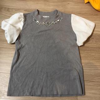 ミーア(MIIA)のMIIA のビジューがついたトップス(Tシャツ(半袖/袖なし))