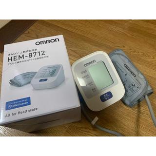 オムロン(OMRON)のオムロン 上腕式血圧計(健康/医学)