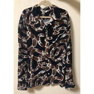 キャリー(CALEE)のcalee キャリー 柄シャツ 蛇柄 長袖シャツ Lサイズ(シャツ)