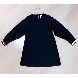 エイチアンドエム(H&M)のH&M ブラック ワンピース 膝上丈 袖ビジューパール 未使用(ミディアムドレス)