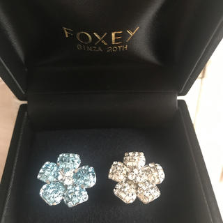 フォクシー(FOXEY)のFOXEY  銀座20周年限定お花ピンブローチ  2個セット(ブローチ/コサージュ)