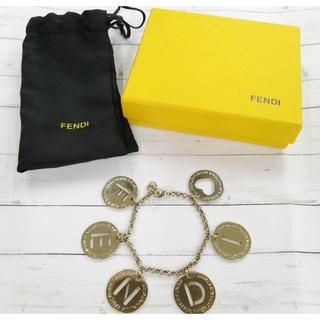 フェンディ(FENDI)のフェンディ  メタル ロゴブレスレット  ゴールド(ブレスレット/バングル)