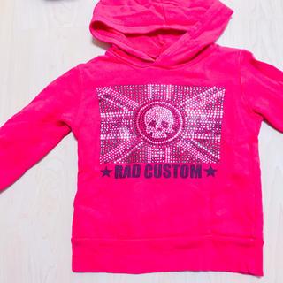 ラッドカスタム(RAD CUSTOM)のRAD CUSTOMラッドカスタム赤100㎝ラインストーン&プリント パーカー(ジャケット/上着)