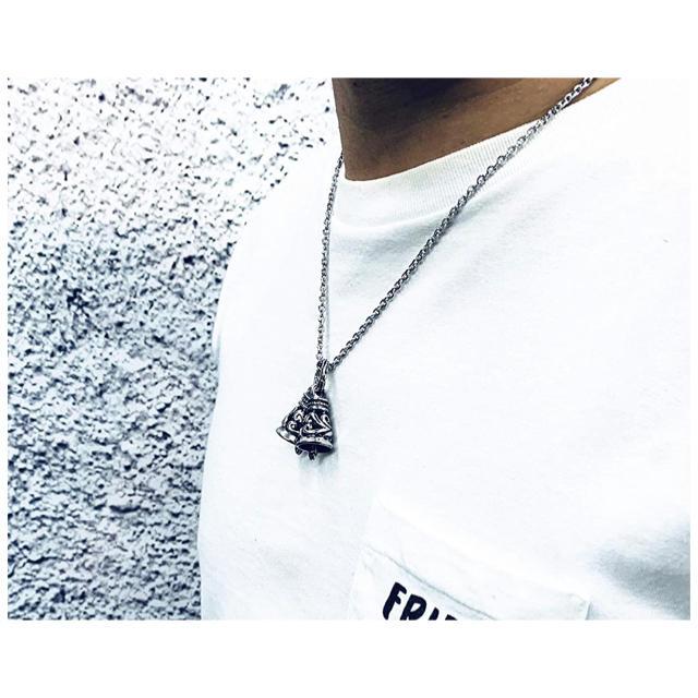 LONE ONES(ロンワンズ)のダブルクレーンベルネックレス ベル ペンダント シルバー 唐草 アラベスク メンズのアクセサリー(ネックレス)の商品写真