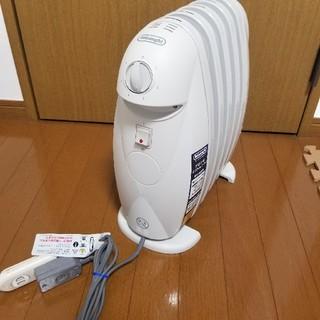 デロンギ(DeLonghi)のデロンギ オイルミニヒーター TRN0505JS(オイルヒーター)
