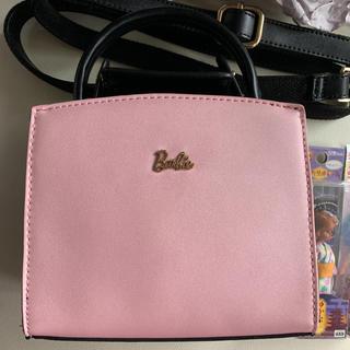 バービー(Barbie)のBarbieポシェット風ショルダー鞄、リカちゃんキーホルダーおまけ付き(ショルダーバッグ)