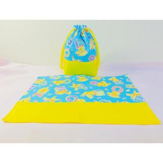 【2点セット】ピカチュウ(水色)★コップ袋&ランチョンマット★ハンドメイド(外出用品)