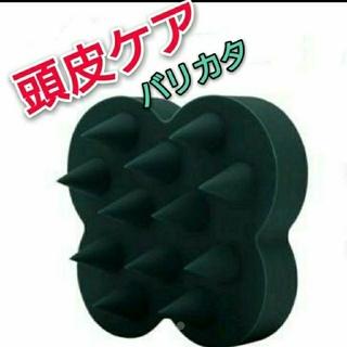コスメキッチン(Cosme Kitchen)の【新品未使用】ukaスカルプブラシ バリカタ (濃緑)(スカルプケア)