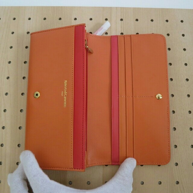 ROBERTA DI CAMERINO(ロベルタディカメリーノ)の新品未使用ロベルタディカメリーノ女性用長財布 レディースのファッション小物(財布)の商品写真